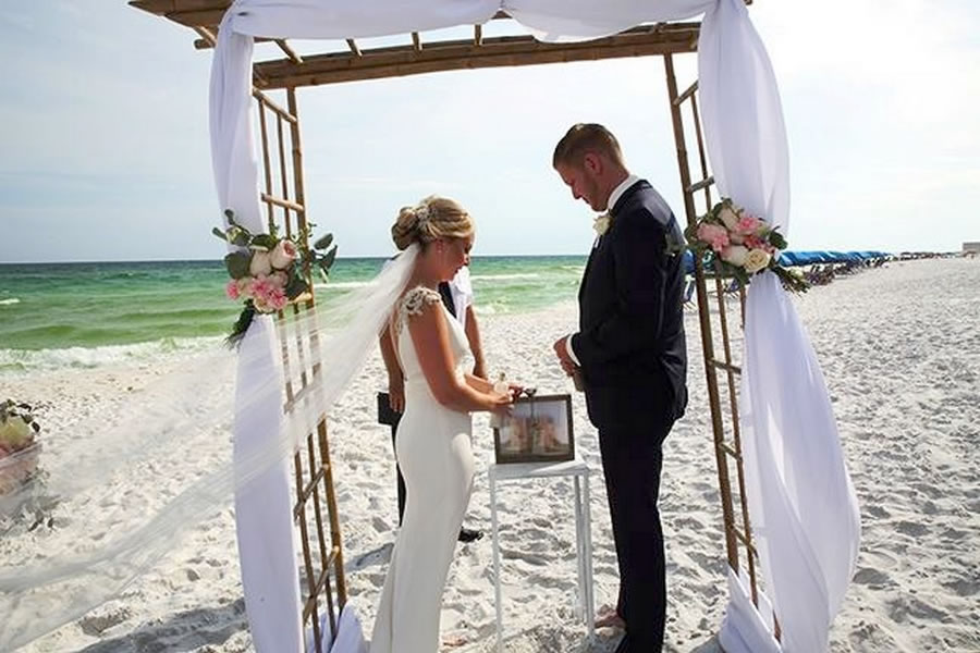 Beach Wedding In Destin Fl Florida Destination Wedding
