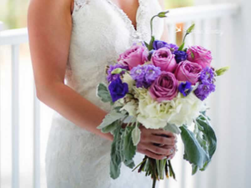 destin-wedding-florist-purple-bouquet