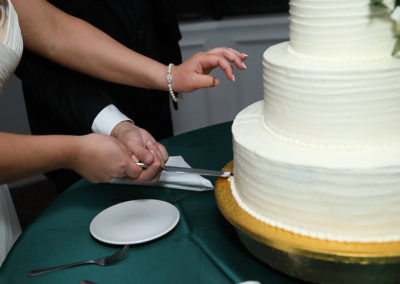 destin weddings eddie and whitney cutting cake